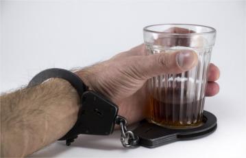 etapy-uzaleznienia-alkoholowego